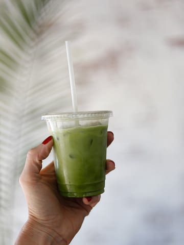 How to make starbucks iced pineapple matcha drink copycat recipe, how to make a matcha latte. How to make starbucks iced matcha latte.